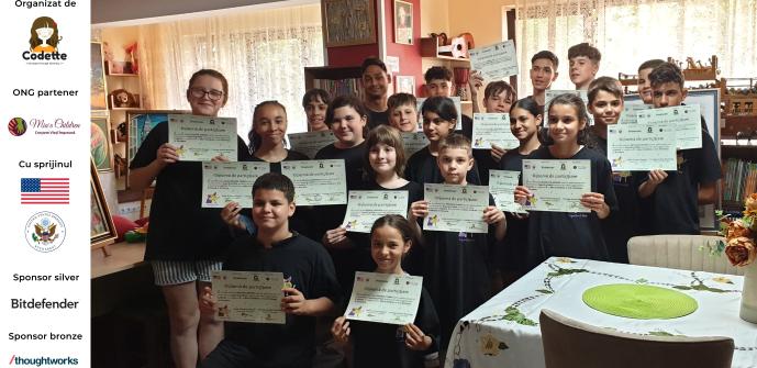 Copiii de la Mia's Children cu diplomele de participare